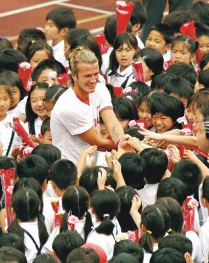 Fans worldwide love superstars like David Beckham.  Courtesy of Daily Star.