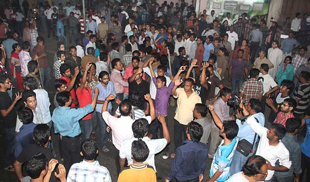 Several hundred youths chant slogans against violence at the Gonojagoron Mancha near Chittagong press club Tuesday evening. Earlier, unidentified criminals exploded three cocktails. Photo: STAR