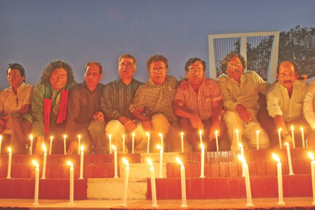 Sammilito Sangskritik Jote lights candles at Central Shaheed Minar in the capital to condemn Jamaat-Shibir's countrywide attacks on  minorities. Photo: Star