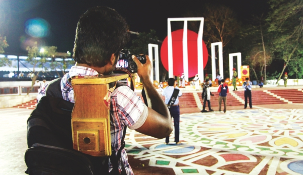 Assignments at night is a must for young photographers who are trying to secure their position professionally.  Photo: Kazi Tahsin Agaz Apurbo