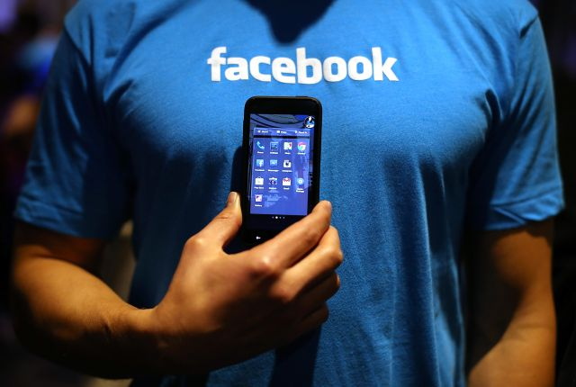 Facebook stakes out  Android 'home'