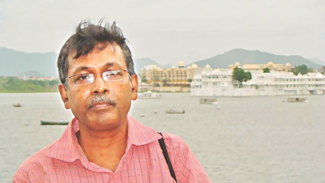 DU teacher offers to be in jail