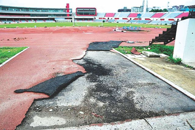Hefajat-e Islam activists created a reign of terror in Dhaka's commercial hub of Motijheel on Sunday. They also did not spare the adjacent Bangabandhu National Stadium where they tore apart the athletic turf.  Photos: Courtesy