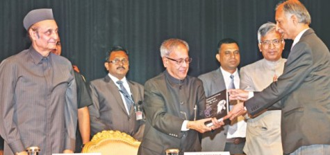 DU Vice Chancellor AAMS Arefin Siddiqui (R) hands over the book to Indian president Pranab Mukherjee (C).