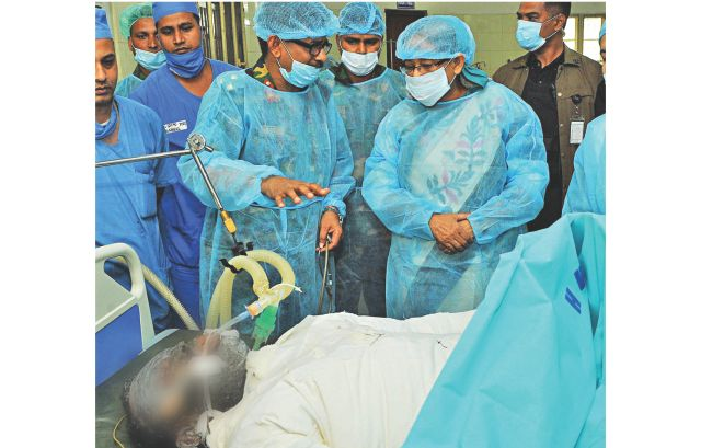 Prime Minister Sheikh Hasina visits Mohammad Ezazuddin Kaikobad at Dhaka Combined Military Hospital yesterday. Ezazuddin suffered burns while trying to rescue a garment worker from the Rana Plaza debris on Sunday night. Photo: PID