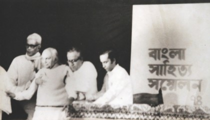 Professor Khan (R) giving a hand to the national poet Kazi Nazrul Islam (third from right) at the first Bangladesh National Literary Festival, 1974.