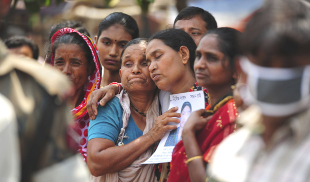 Relatives mourn as they look for a garment worker, who went missing after the collapse of the Rana Plaza building in Savar, outside Dhaka on Thursday. Photo: Reuters