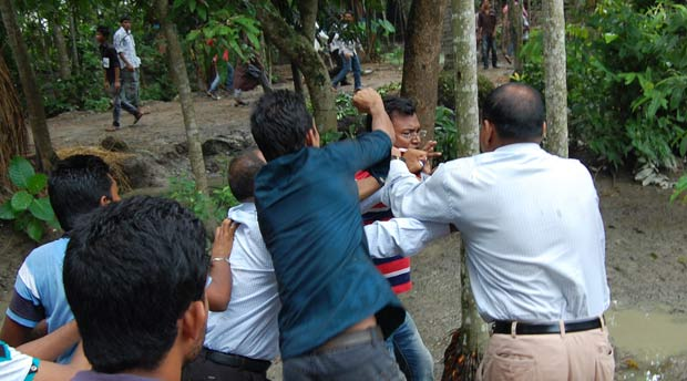 Backpage Mobile Al >> BARISAL CITY CORPORATION POLLS   Jubo League leader held while snatching ballot box