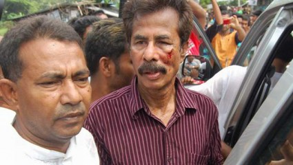 Activists of ruling Awami League assault several opposition men including a former BNP lawmaker during city corporation elections in Barisal on Saturday. Photo: STAR