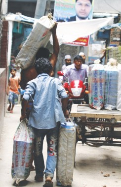 Tiffin-wallahs have huge potential—if they have access to small loans, they can expand their business and enjoy the economies of scale.  Photo: Prabir Das