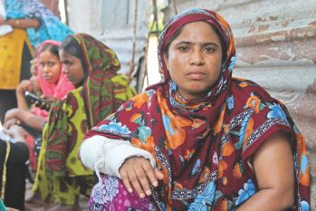 Amena Begum, whose arm broke in the Rana Plaza collapse, waited seven hours for aid near Sonargaon intersection in the capital yesterday. Photo: Palash Khan