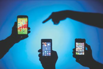 Apple looking at bigger iPhone screens, multiple colours