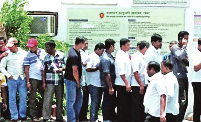 The May 26 file photo of Arab News shows Bangladeshi workers queue up at the Bangladesh mission in Jeddah to get their documents updated after the Saudi government offered the 'get legalised or go home' amnesty to foreign workers.