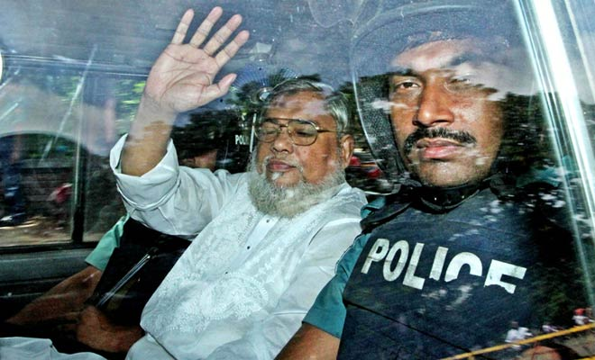 Ali Ahsan Mohammad Mojaheed waves while being taken to International Crimes Tribunal-2 Wednesday morning for pronouncement of verdict in war crimes case. Photo: Focus Bangla
