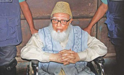 This file photo shows ex-Jamaat-e-Islami chief Ghulam Azam being taken to Dhaka Central Jail after hearing from International Crimes Tribunal in Dhaka. Star file photo