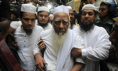 Bangladeshi police escort Hefajat-e Islam leader Shah Ahmad Shafi from a madrasa in Dhaka on May 6, a day after he instigated mass protests in the capital.  Photo: The Guardian