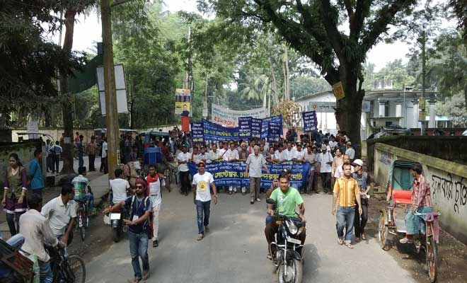 Hundreds of protesters of the long march 'Save the Sundarbans' start procession from Jessore town towards Khulna Friday morning. Photo: Star