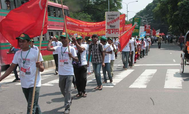 Hundreds of people leave Dhaka Tuesday morning with a long march demanding scrapping of the Rampal Power Plant project near the Sundarbans in Bagerhat. The photo is taken from nearby the Ramna Park in the capital. Photo: SK Enamul Haq