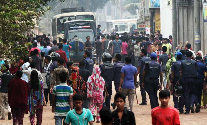 The apparel workers demonstrating for salary hike near Jirabo Bus Stand in Savar Tuesday morning. Photo: Palash Khan