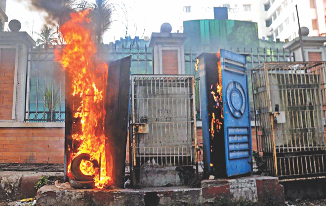 Islami Chhatra Shibir activists set fire to two control boxes of BTCL in Chittagong city's Sirajuddoula area yesterday after the Supreme Court dismissed the appeal of war criminal and Jamaat-e-Islami Assistant Secretary General Abdul Quader Mollah to review his death penalty. Photo: Anurup Kanti Das