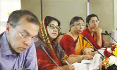 ... lawmaker Shagufta Yasmin Emily, TIB trustee board Chairman Sultana Kamal and lawmaker Nilufar Chowdhury Moni at a discussion in the city's Brac ... - 2012-03-08__met01